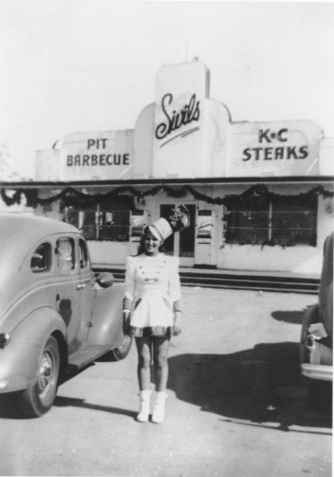 sivil 39 s drive in dallas houston texas car hop 1940s 1950s car hops diners soda fountains. Black Bedroom Furniture Sets. Home Design Ideas
