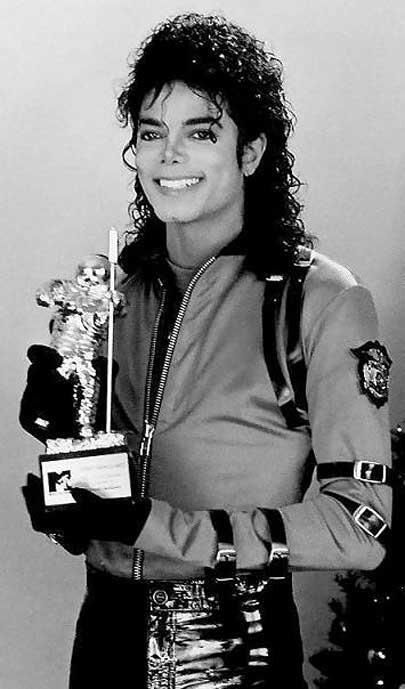 MJ with one of his many mtv awards.#rebuildingmylife