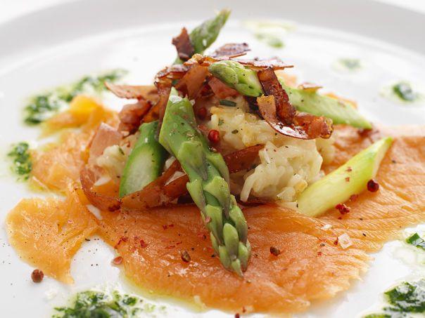 Risotto med spekeskinke, r�kelaks og asparges
