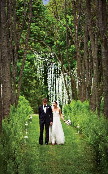 Outside wedding pictures, flower and tree backdrop