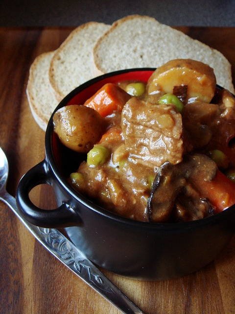 Slow-Cooker Hearty Beef Stew at Dessert By Candy: Food Recipes, Yummy Food, Beef Stew, Calories Yummy, Hearti Beef, Crockpot Divas, Soups Stew Chowd, Favorite Recipes, Beef Merlot