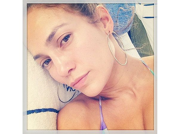 Jennifer Lopez  is still Jenny from the block go mami with no makeup on.... i lu you, jenni