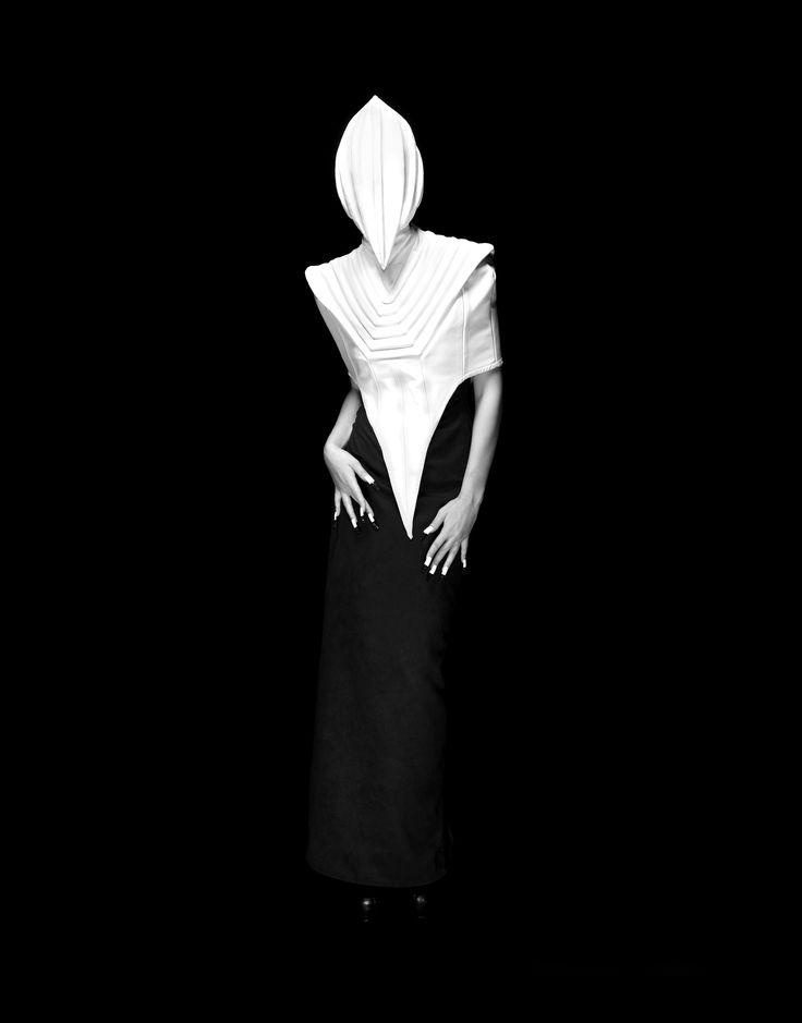 Designer:LEONARD WONG  Photographer:YANAOKA SOHEI  Make-up:TAKADA MASAKI  Technical Support:KIKUMOTO YUMICO   Past… Present… Future…. The world I wish to show you is one that lives in timeless fantasy, unbound by those three realms.