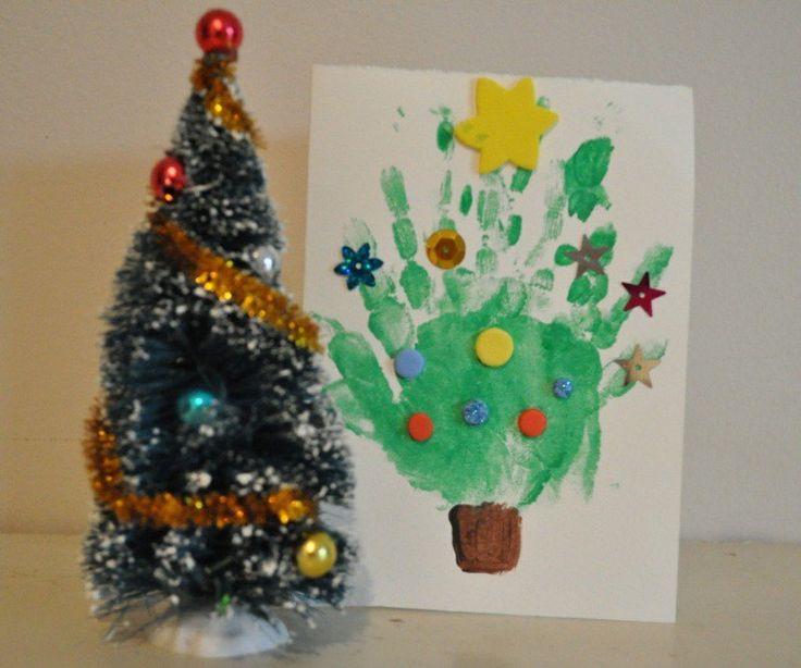 carte Noël faite maison- sapin en empreinte de la main de l'enfant