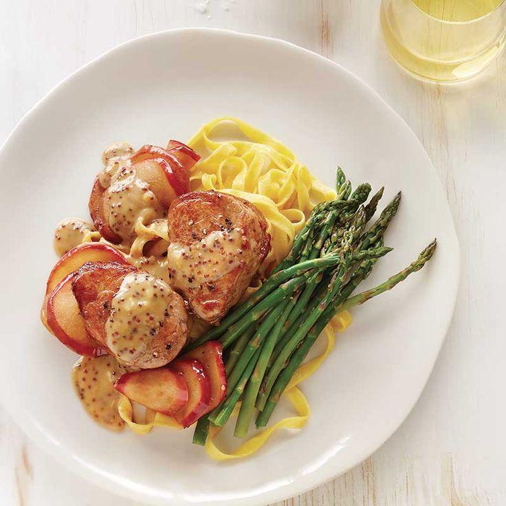 Médaillons de porc, sauce aux pommes et à l'érable / C'est la marinade qui donne son goût subtil d'érable au porc. Et le filet de sirop qu'on ajoute en finale aussi.
