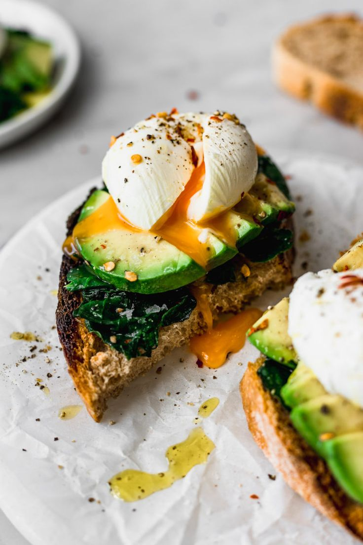 Poached Eggs - Cooking Basics   Cravings Journal Breakfast Photography, Food Photography, Breakfast Bowls, Breakfast Sandwiches, Breakfast Pizza, Breakfast Cookies, Breakfast Ideas, Vegetarian Recipes, Healthy Recipes