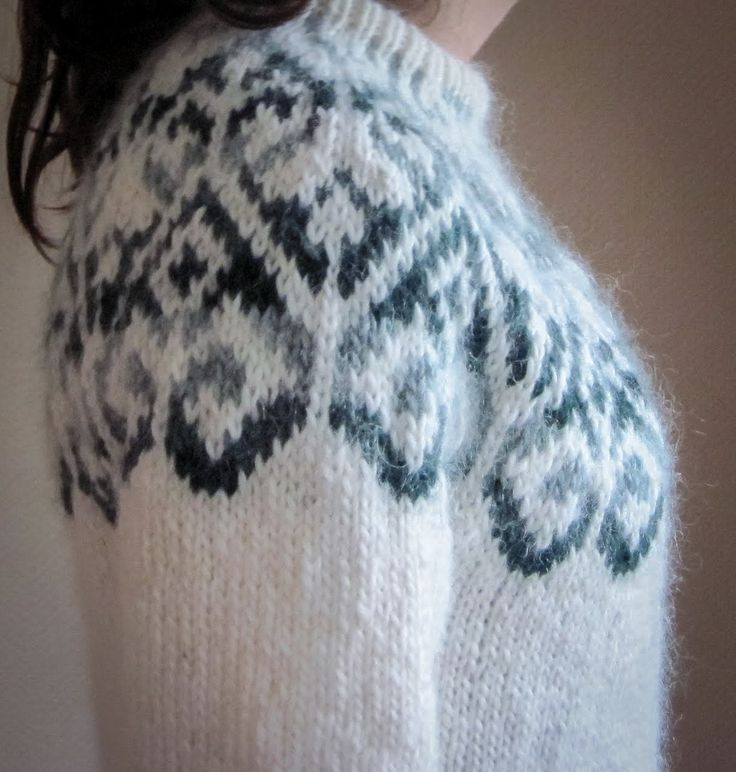 I can just about feel the fuzz on this Icelandic Lopi sweater just from looking at it. Looks very soft and comfortable right next to her skin!