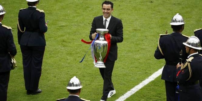 Euro - Finale - Xavi a présenté le trophée au Stade de France avant la finale de l'Euro