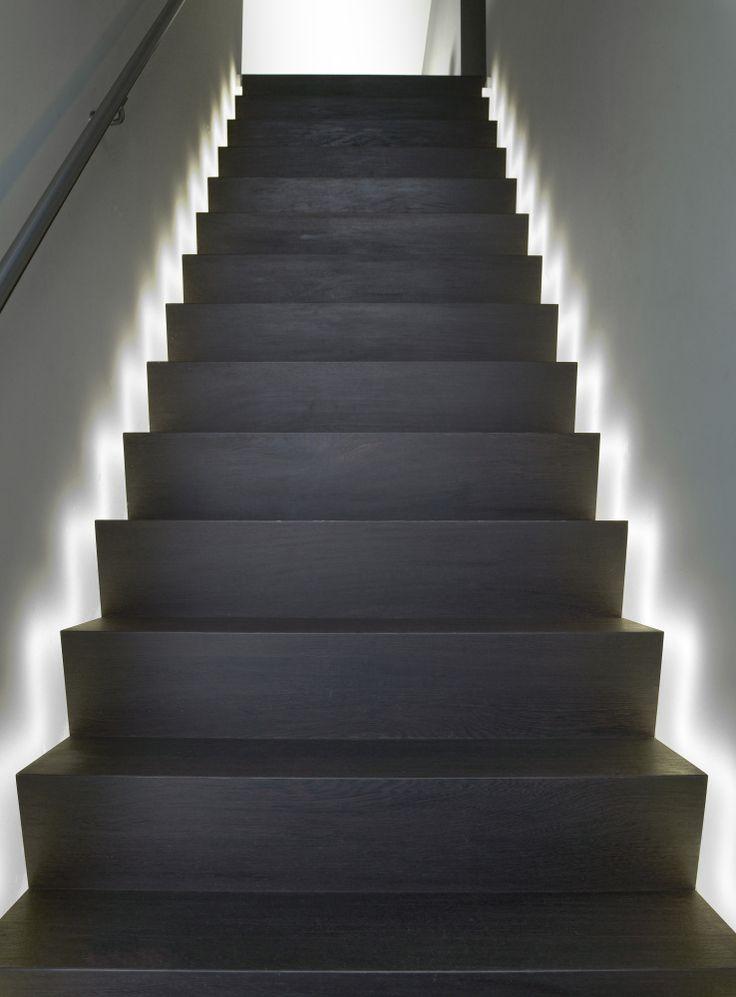 25 beste idee n over moderne trappen op pinterest - Moderne houten trap ...