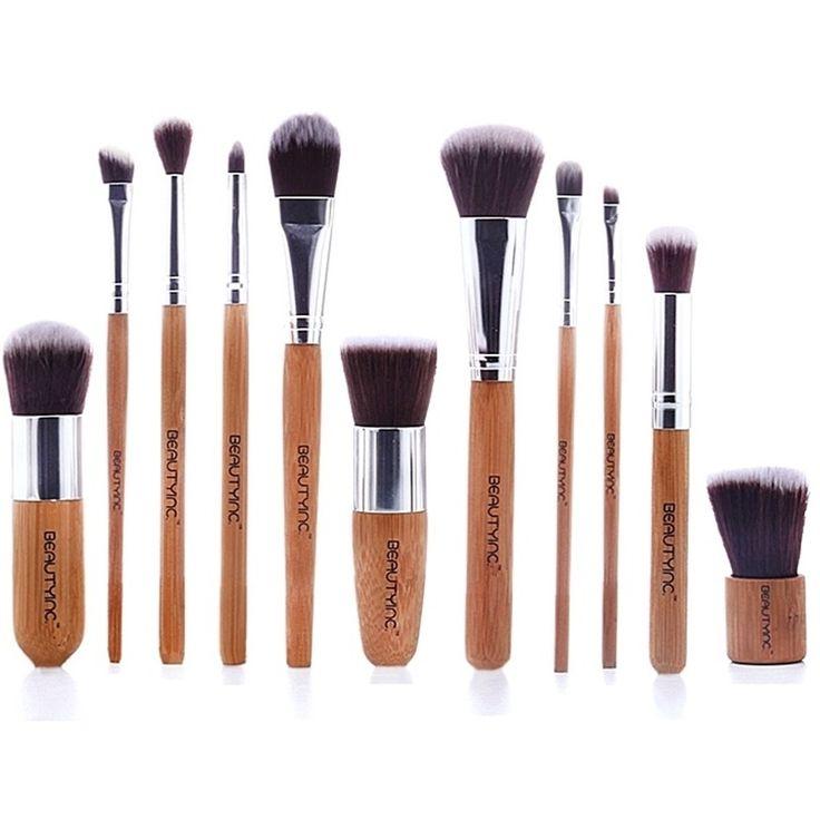 Το Beauty Inc. Vegan Line 11 pcs Bamboo Brush Set αποτελεί την eco -friendly επιλογή στο μακιγιάζ σου! Κατασκευασμένο από bamboo, ένα από τα πιο φιλικά φυτά του πλανήτη, που λόγω της ταχείας ανάπτυξής του μπορεί να συλλέγεται και να χρησιμοποιείται συχνά και έτσι δεν δημιουργεί καμί