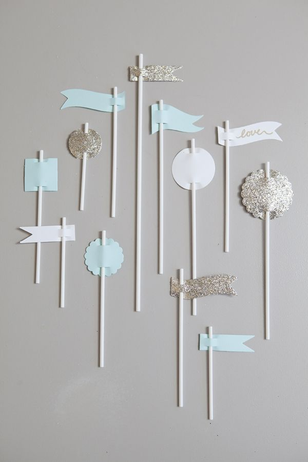 DIY wedding // use lollipop sticks to make these super cute party flags!