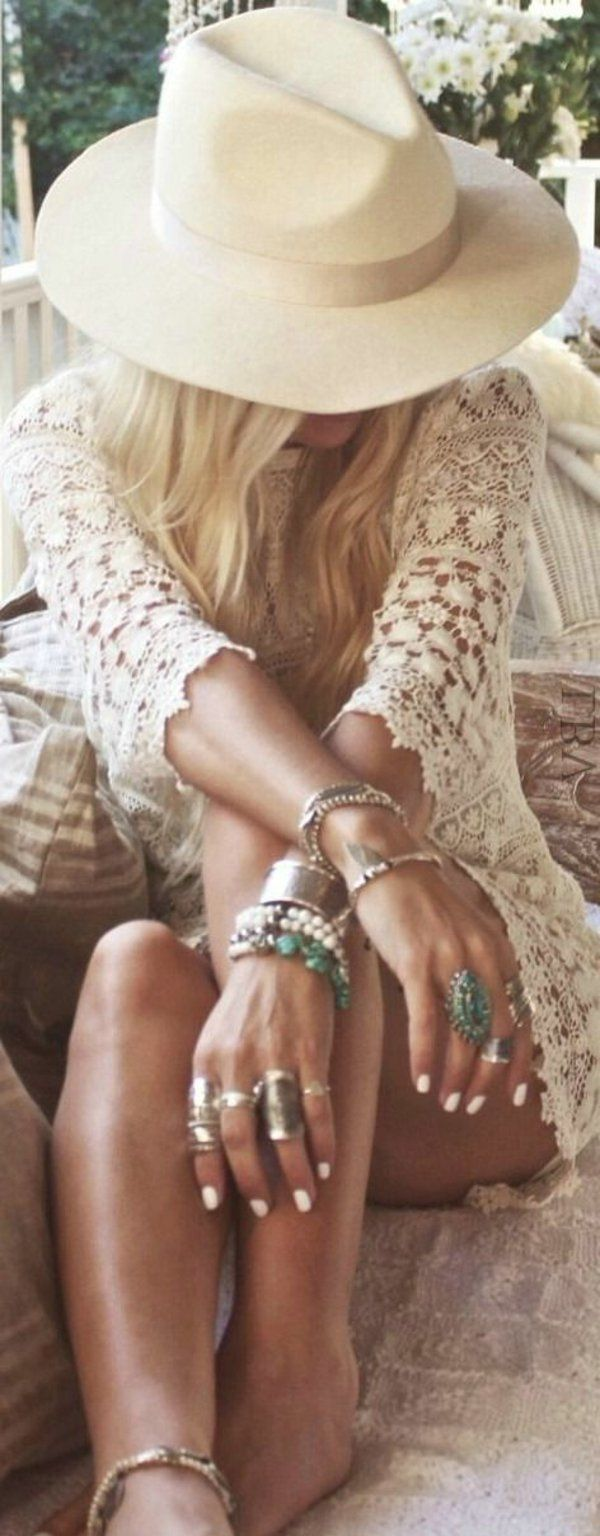 Tenue tout en blanche hippie et chique