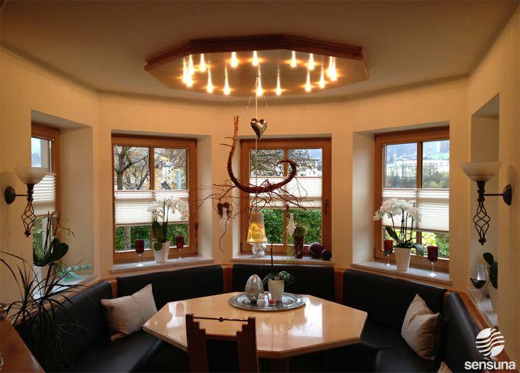 Wohnzimmer gestaltung am fenster mit plissees von sensuna - Plissee wohnzimmer ...