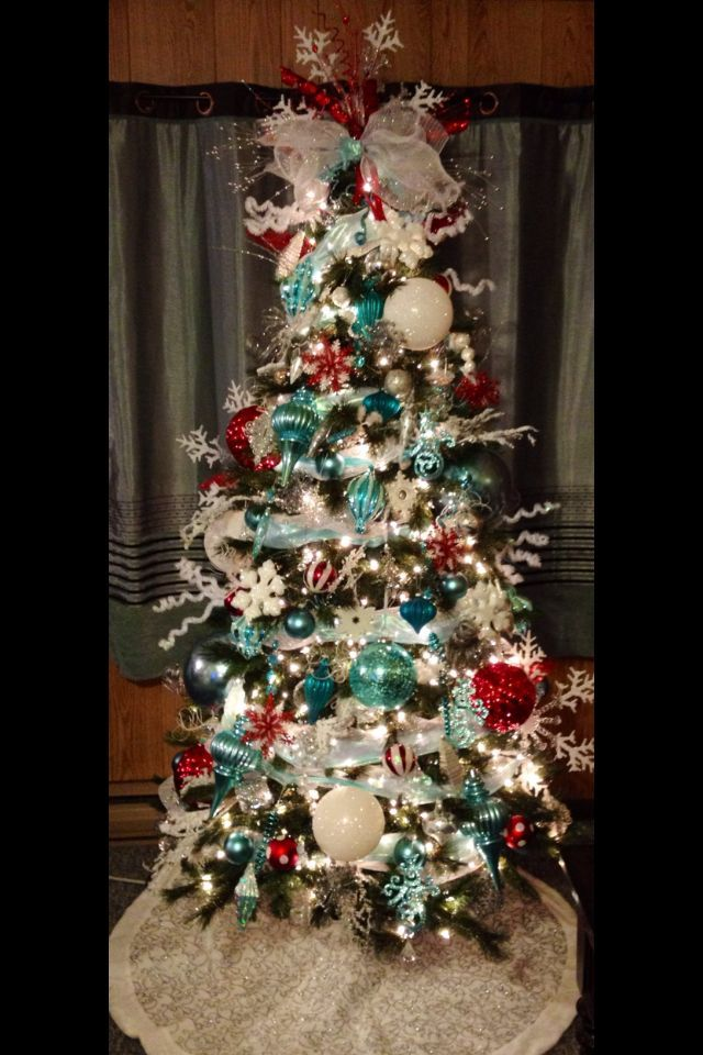 Christmas tree decorated with turquoise & red.
