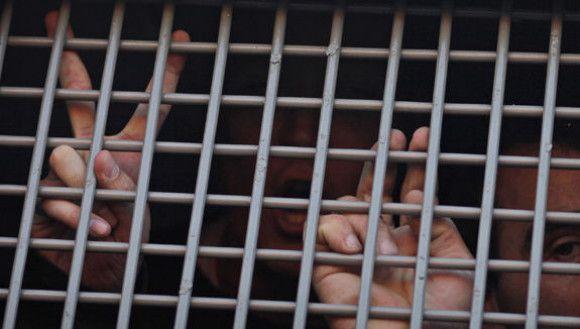 Líbyi sa radšej vyhýbajte aj naďalej. Viac než tisíc ťažkých zločincov tam uniklo z väzenia. Zdroj: http://tvnoviny.sk/sekcia/zahranicne/archiv/v-libyi-usli-vazni-viac-nez-tisic.html (Foto: TASR)