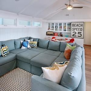 Vintage-Style Beach Living Room l Beach Cottage - Beach Home l www.CarolinaDesigns.com