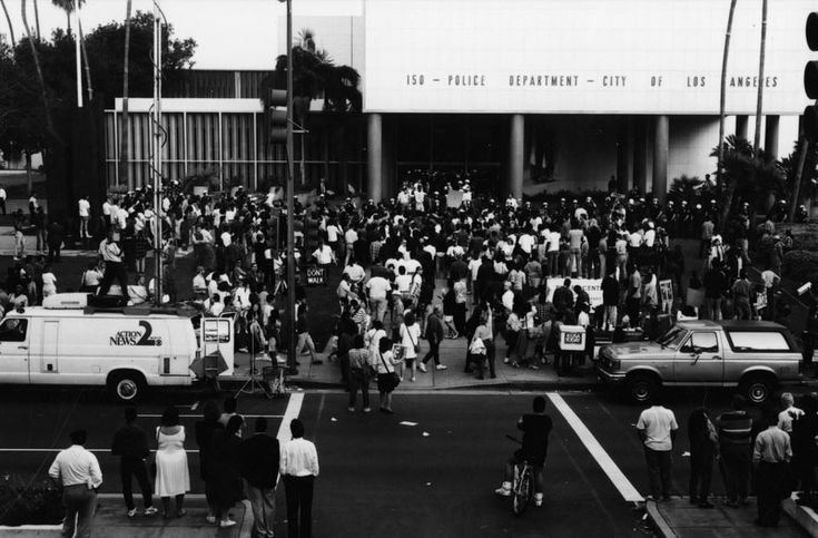 Protestors angry about the outcome of the Rodney King trial (Gary Leonard Collection, photographed by Gary Leonard on April 29, 1992).