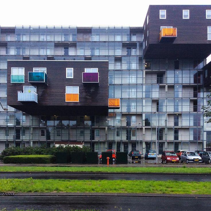 """WoZoCo, housing complex for elderly people, MVRDV, 1997 #amsterdam #wozoco #mvrdv. Консоль 9,5м, по-моему."""