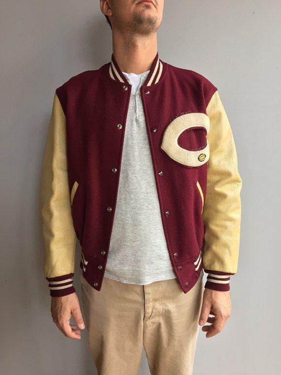 """1950s Università di Chicago. Marrone rossiccio Varsity giacca in lana con maniche in pelle color crema. """"C"""" capitani Jacket"""