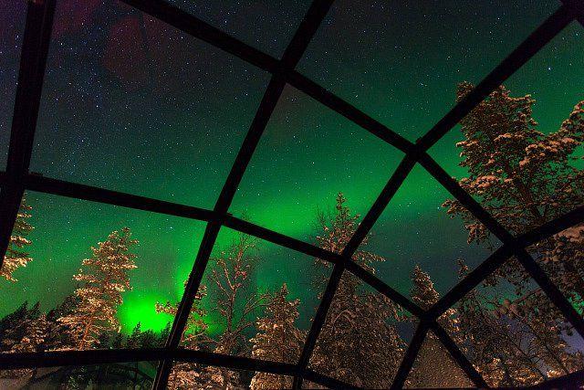 V zimním období navíc můžete ze svého iglů pozorovat nádhernou polární záři