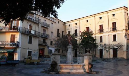 Calabria: #Cetraro #ignoti fanno #irruzione nel negozio del capogruppo Pd: ingenti i danni (link: http://ift.tt/2dOmqot )