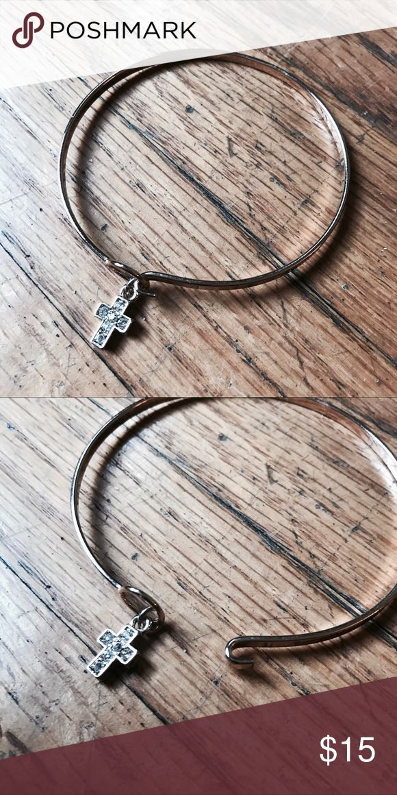 GOLD/SILVER CROSS BRACELET Has hook clasp, super chic and classy, perfect for a gift! Jewelry Bracelets