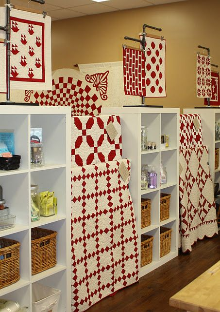 red & white quilts: Color Quilts, Red And White, Craft, Red White Quilts, Quilt Red, Display, Kindred Quilts, Quilts Red