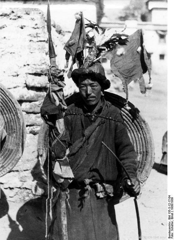 File:Bundesarchiv Bild 135-S-12-17-04, Tibetexpedition, Tibeter mit Schild und Speer.jpg Title Tibetexpedition, Tibeter mit Schild und Speer Original caption Lhasa, Neujahrsfest Archive description Neujahrsfest Lhasa; Tibeter in Tracht Depicted place Tibetexpedition Date 1938