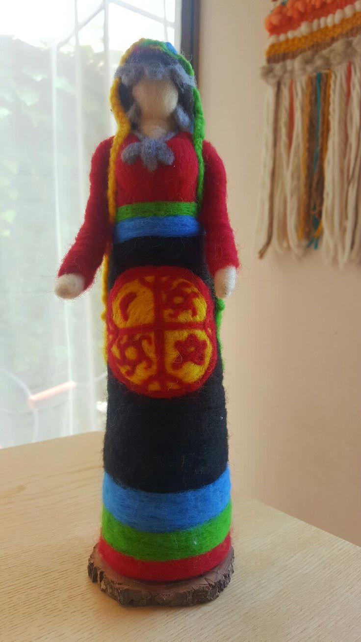 Mujer Mapuche, Chile. Vellón Agujado, Fieltro, MimarAmar Telares y Vellones.