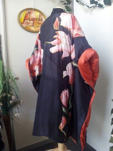 Kimono, pieza única y exclusiva, Costura Marina Sanchez , pintura en seda Annie Brea, Seda natural  bordada. Se hacen trabajos personalizados. Info@eltallerdeseda.es