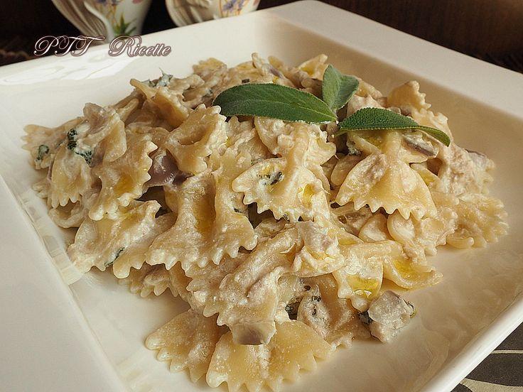 Pasta salvia e tonno, con cipolle rosse e panna vegetale. #primopiatto #pasta #salvia #tonno  #ricetta #recipe #italianfood #italianrecipe #PTTRicette