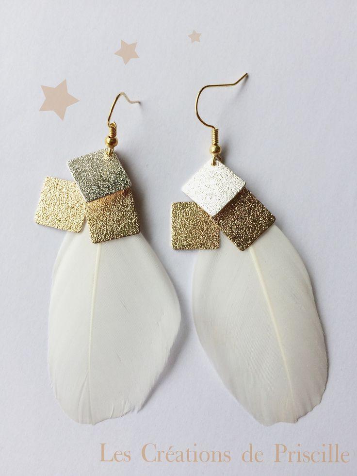 Boucles d'oreilles plumes blanches, breloques dorées et argentées : Boucles d'oreille par les-creations-de-priscille