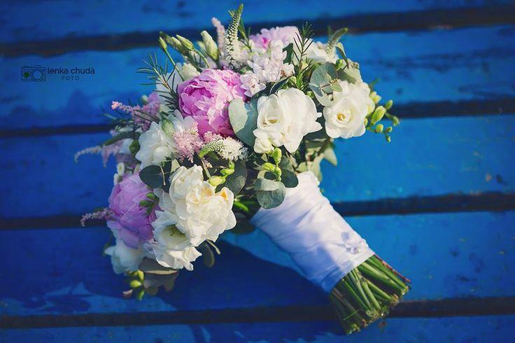 Svatební kytice s pivoňkami je hitel svatební sezóny 2017. #svatba #svatebníkytice #svatebníkvětiny #pivoňky
