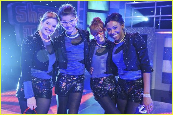 Anneliese van der Pol, Meagan Holder, Bella Thorne and Zendaya on Shake it Up