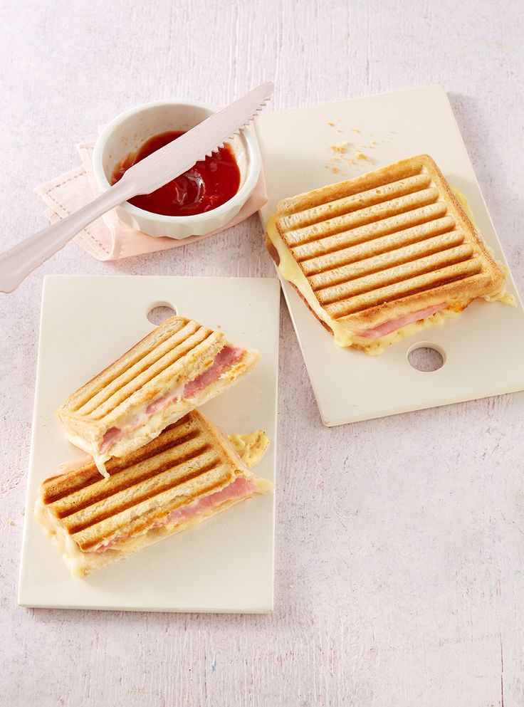 Schinken-Käse-Toast mit Zwiebeln