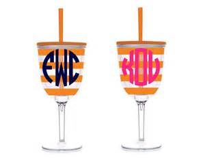Search Acrylic wine glass with lid and straw. Views 211313.