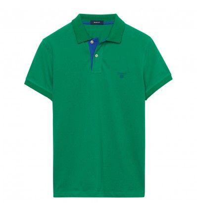 Unser Piqué-Poloshirt mit Kontrastkragen aus Baumwollstretch hat eine Knopfleiste mit zwei Knöpfen und kontrastierendem Futter, einen Flachstrickkragen, Ärmelbündchen sowie ein aufgesticktes GANT-Wappen auf der Brust. Frühjahrskollektion 2016