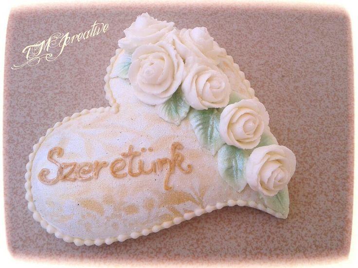 #TMJcreative #royalicing #gingerbreadcookie #whiteroses