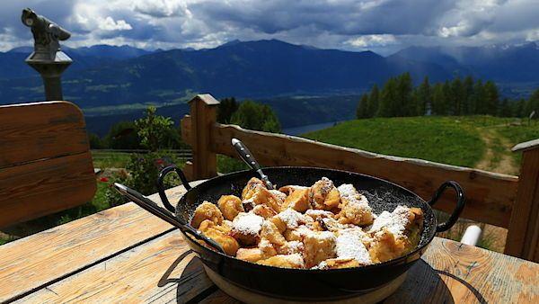 Císařský trhanec v korutanské chatě Lammersdorfer Hütte připravují podle starého lokálního receptu.