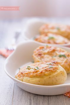 Patatas rellenas de atún al horno
