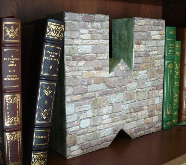 Decorative wall theme bookend (letter W)