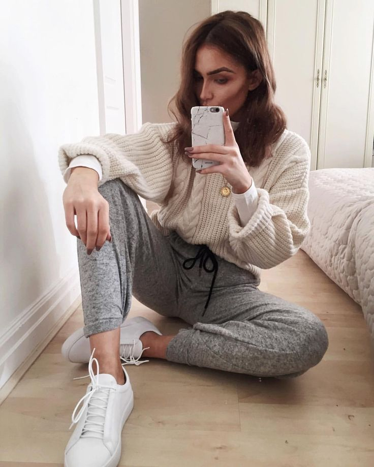 """Alicia Roddy på Instagram: """"Comfy - everything @urbanoutfitterseu All links to items in most recent blog post / link in bio"""""""