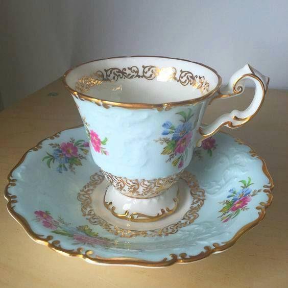 Šálek na kávu • bledě-modrý malovaný porcelán