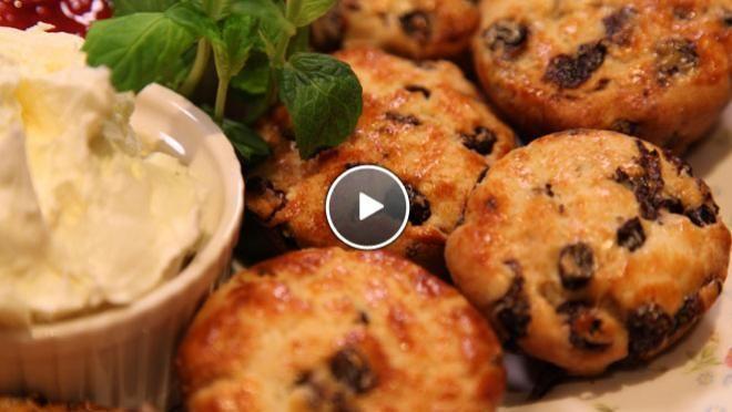 Scones met aardbeiencompote - recept | 24Kitchen