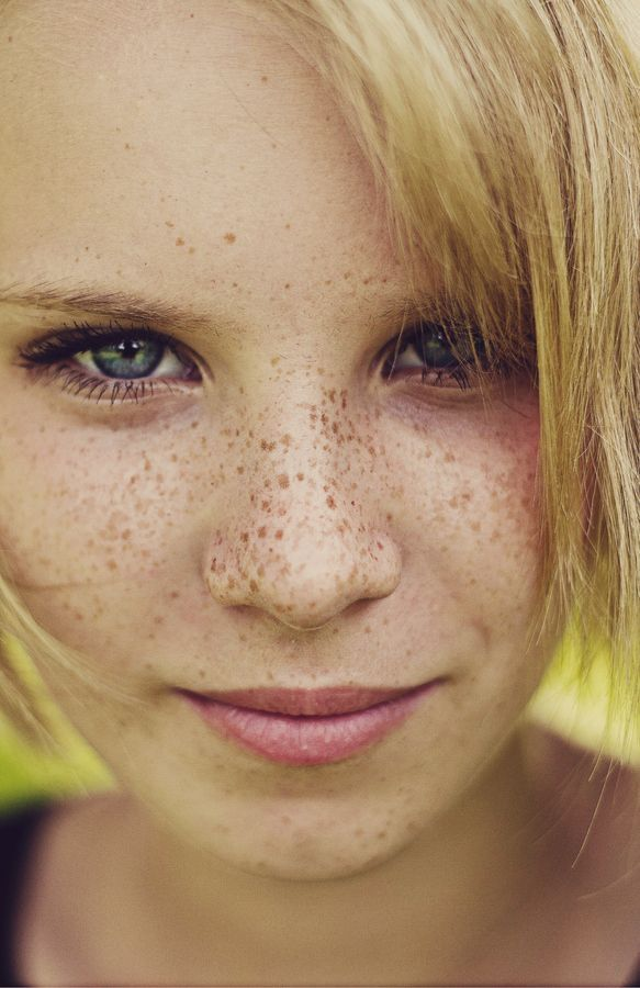 Women With Freckles, Freckles Girl, Beautiful Freckles, Beautiful Eyes, Freckle Face, Female Character Inspiration, Ginger Girls, Blonde Women, Grunge Hair