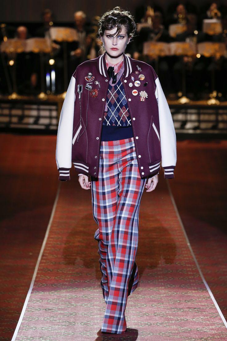 Shop #marcbymarcjacobs now on #AMAZE: http://on.amz.az/1IK8LkT   Marc Jacobs Spring 2016 Ready-to-Wear Fashion Show - Natalie Westling