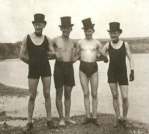 Мужской купальный ретро костюм