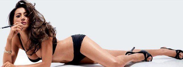 Noureen DeWulf in sexy lingerie