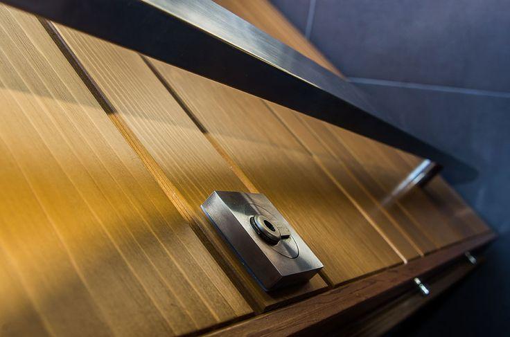 Barillet de la porte d'entrée Red Cedar Nativ 3 by Zilten Disponible chez Delmas Diffusion