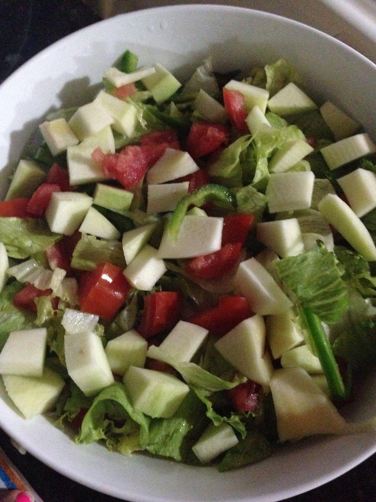 Ensalada verde con mango verde